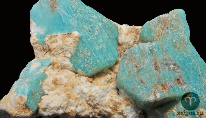amazonit-kamen-magicheskie-svojstva-znak-zodiaka