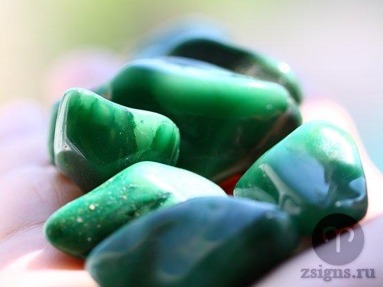 kamni-zelyonogo-zhadeita