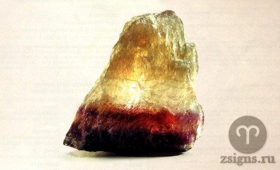prirodnyj-neobrabotannyj-flyuorit-kamen