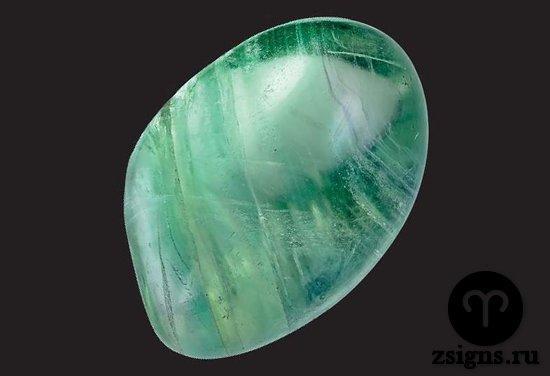 zelyonyj-flyuorit-kamen