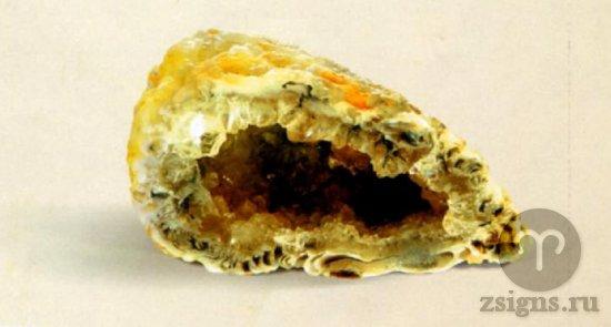 zheoda-zhyoltogo-halcedona-kamen