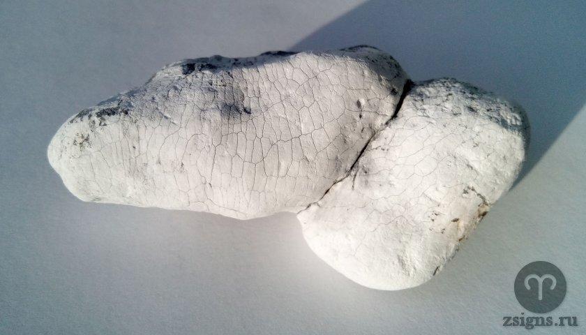kaholong-kamen-magicheskie-svojstva-znak-zodiaka