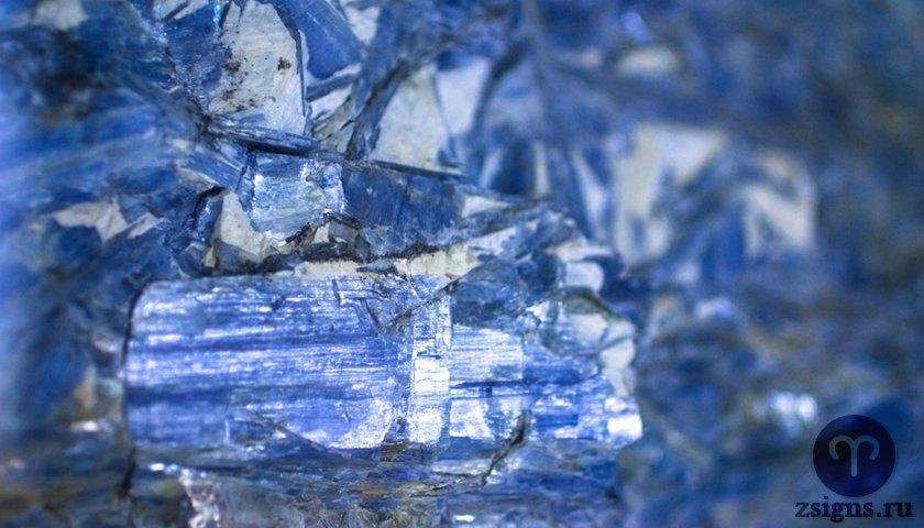 kianit-kamen-magicheskie-svojstva-znak-zodiaka