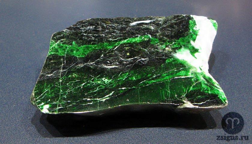 nefrit-kamen-magicheskie-svojstva-znak-zodiaka