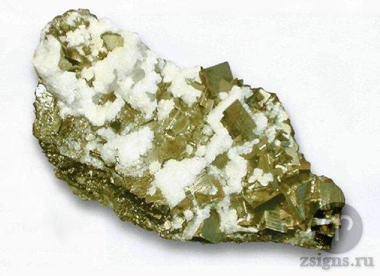 neobrabotannyj-kamen-pirit