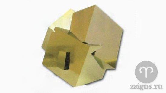 kamen-pirit-uglovatoj-formy