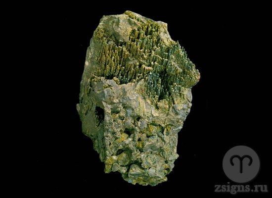 neobrabotannyj-prirodnyj-pirit-kamen