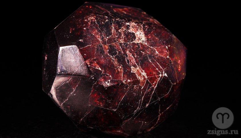 pirop-kamen-magicheskie-svojstva-znak-zodiaka