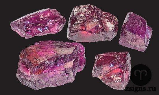 kamni-prirodnogo-neobrabotannogo-rodolita