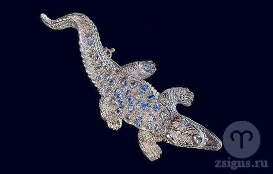 brosh-s-tanzanitom-v-vide-krokodila
