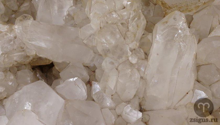 belyj-kvarc-kamen-magicheskie-svojstva-znak-zodiaka