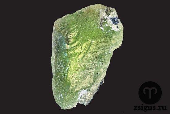 neobrabotannyj-zelyonyj-peridot