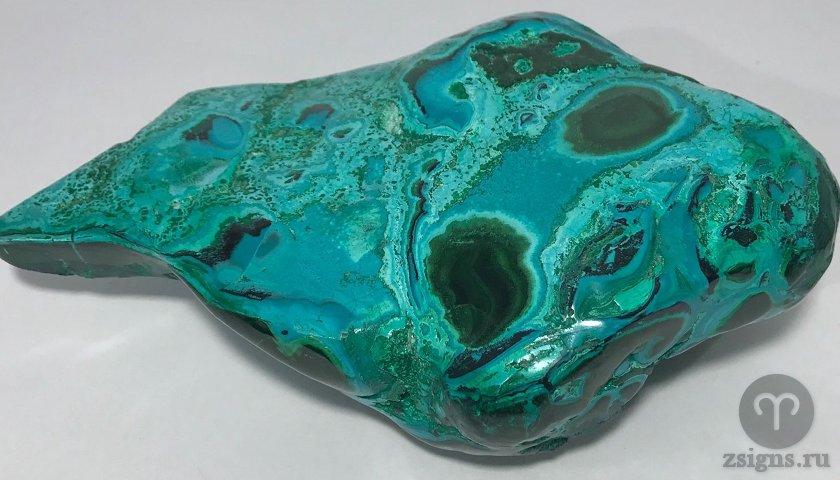 hrizokolla-kamen-magicheskie-svojstva-znak-zodiaka