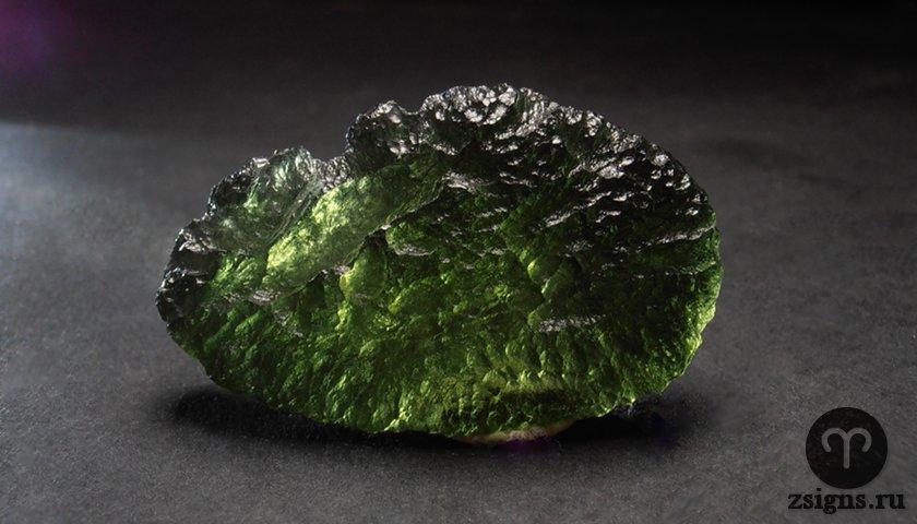 moldavit-kamen-magicheskie-svojstva-znak-zodiaka
