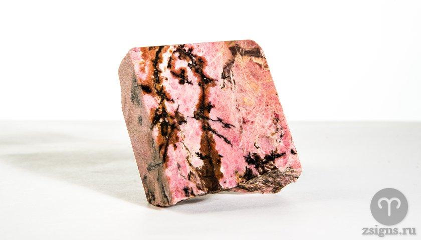 rodonit-kamen-magicheskie-svojstva-znak-zodiaka