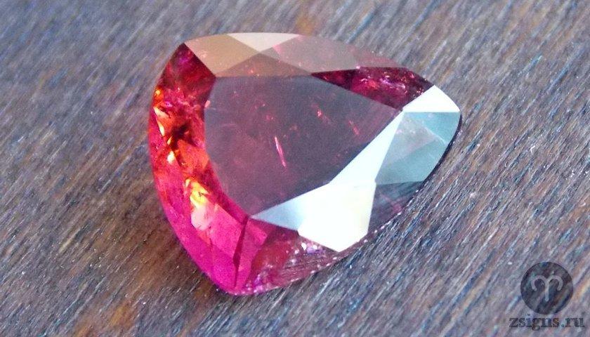 turmalin-kamen-magicheskie-svojstva-znak-zodiaka