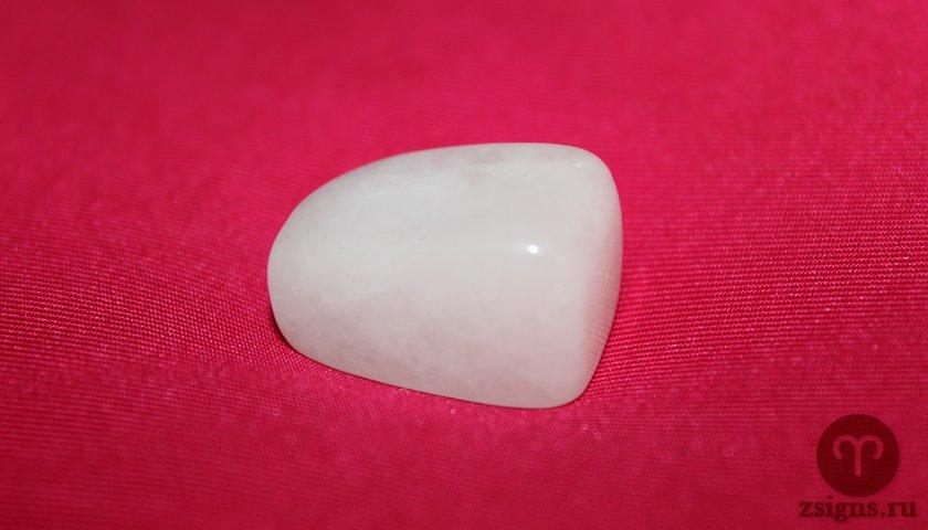 belyj-agat-kamen-magicheskie-svojstva-znak-zodiaka