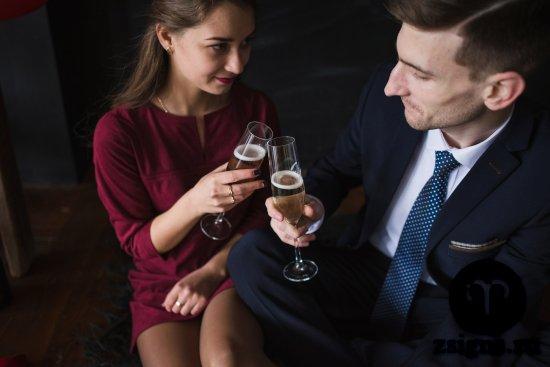 vlyublyonnye-svidanie-shampanskoe