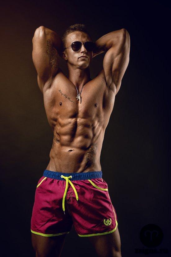 muzhchina-shorty-tors-golyj-myshcy-muskuly
