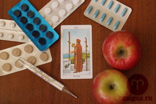 karta-taro-dvojka-zhezlov-tabletki-gradusnik-yabloki-derevyannyj-stol