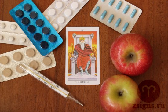 karta-taro-imperator-tabletki-gradusnik-yabloki-na-derevyannom-stole